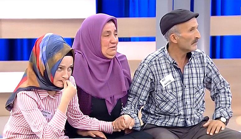 Birbirlerinin Elini Tutarak Güç Almaya Çalışan Acılı Aile