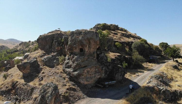 Elazığ da Delikli Kaya