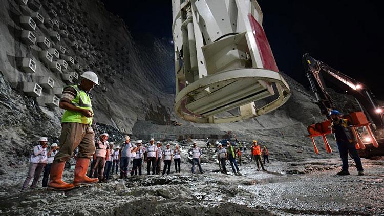 Türkiye nin en yüksek barajı Artvin de